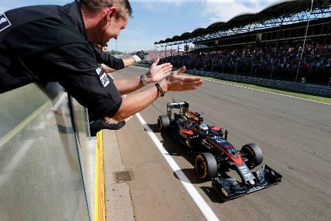 F1: Alonso critica FIA por punição e aponta perda de público da F1