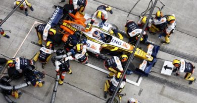 F1: Nelsinho Piquet faz boa prova na Malásia