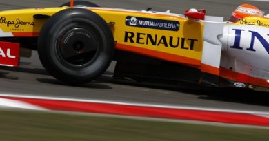 F1: Desapontado, Nelsinho ganha promessa de engenheiro