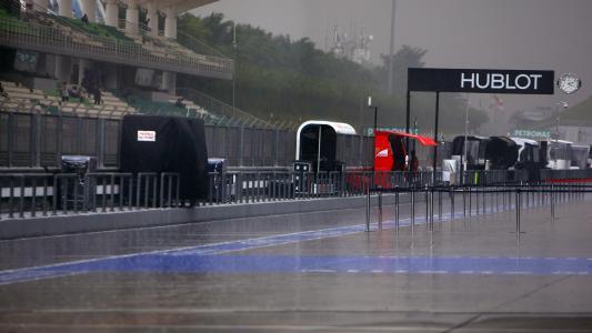 F1: Chuva forte aciona bandeira vermelha no Canadá