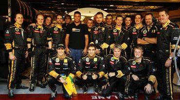 F1: Bruno Senna recebe visita de Ronaldo em Abu Dhabi