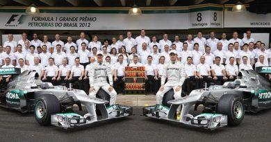 F1: Aposentado, Schumacher planeja continuar na Mercedes