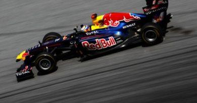 F1: Sebastian Vettel marca a pole em Sepang