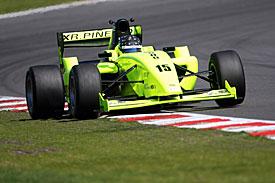 F2: Jack Clarke e Ramon Piñeiro vencem em Brands Hatch