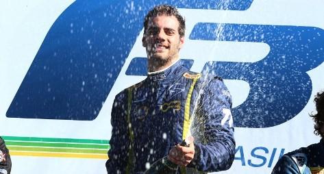 F3 Brasil: Guilherme Samaia amplia domínio na F-3 com vitória dupla no Velo Città