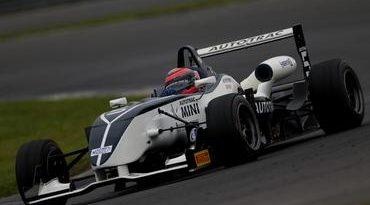 F3 Brasil: Campeão antecipado, Piquet domina primeiro treino em Curitiba