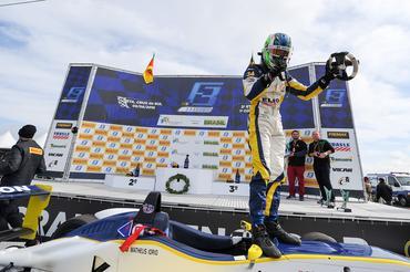 F3 Brasil: Matheus Iorio vence e assume liderança do campeonato