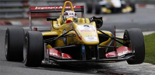 FIA F3 European: Jake Dennis e Antonio Giovinazzi vencem em Pau