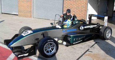 F3 Inglesa: Victor Corrêa surpreende em seu primeiro teste com carro da categoria