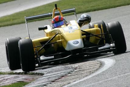 F3 Inglesa: Buzaid é o melhor brasileiro em teste coletivo da categoria