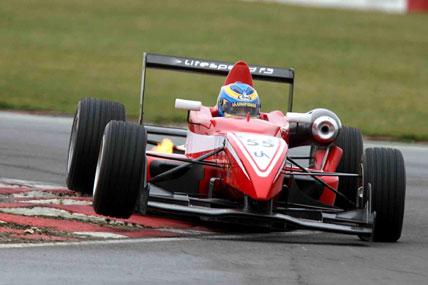 F3 Inglesa: Victor Corrêa estréia com carro da Litespeed em Snetterton
