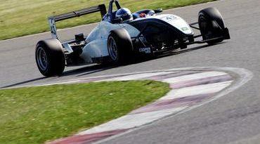 F3 Inglesa: Pela Classe Nacional, Gabriel Dias estréia com segundo lugar em Oulton Park