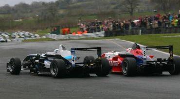 "F3 Inglesa: Em corrida ""desgastante"" Gabriel termina em 4º"