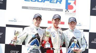F3 Inglesa: Oli Webb vence duas e assume liderança do campeonato