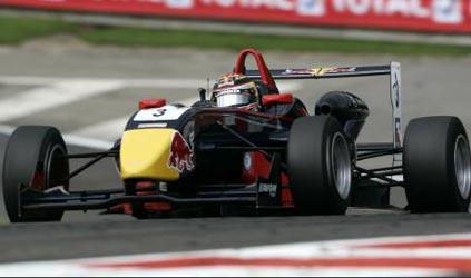 F3 Inglesa: Disputa pela taça se acirra depois de 16 provas disputadas