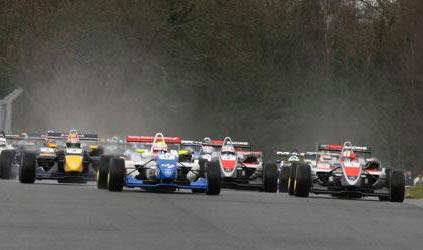 F3 Inglesa: Oliver Turvey e Jaime Alguersuari vencem em Oulton Park