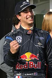 F3 Inglesa: Daniel Ricciardo é o mais rápido nos testes em Silverstone