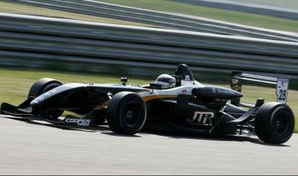 F3 Inglesa: Nick Tandy conquista vitória emocionante em Rockingham