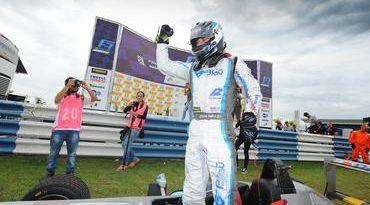 F3 Brasil: Christian Hahn domina pista molhada para vencer pela 1ª vez