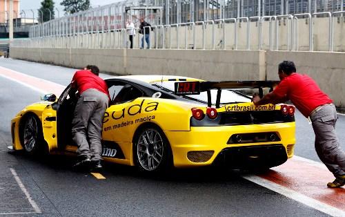 """GT3 Brasil: Mais rápida do dia, CRT """"poupa"""" carros no treino da tarde"""