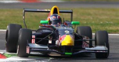 F-Renault Alps: Daniil Kvyat vence as duas provas em Monza