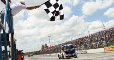 Truck: Totti larga dos boxes, vence e é o oitavo campeão