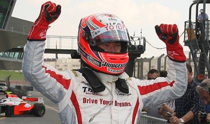 GP2 Asiática: Kamui Kobayashi vence e assume liderança. Temporal cancela segunda prova