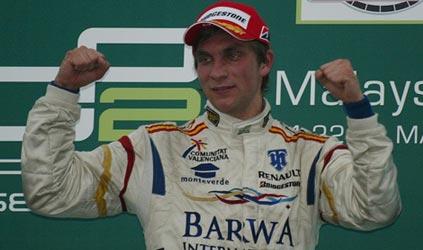 GP2 Asiática: Vitaly Petrov e Kamui Kobayashi vencem em Sepang