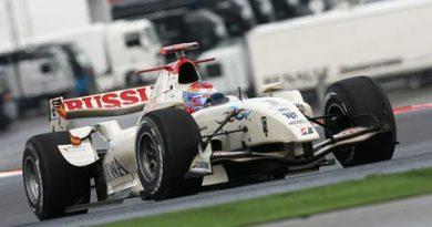 GP2 Series: Vitaly Petrov marca a pole em Portimão