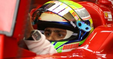 F1: Corrida vai para voltas finais e começa a chover