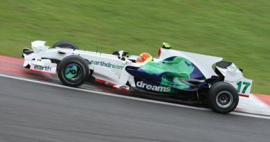 F1: Barrichello faz homenagem a Hoffmann em Interlagos