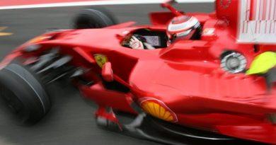 F1: Raikkonen pretende ultrapassar Trulli logo na largada