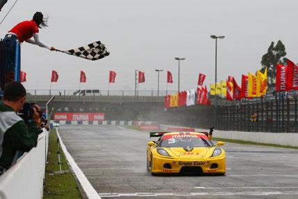 GT3 Brasil: Cláudio Ricci e Rafael Derani vencem debaixo de chuva