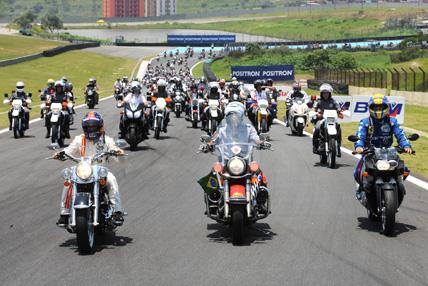 GT3 Brasil: Emerson lidera 500 motociclistas em Interlagos