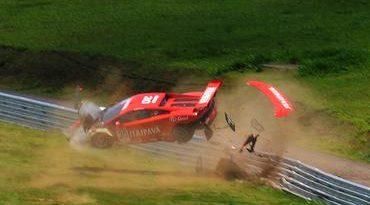 GT Brasil: Cleber Faria escapa ileso de acidente a 111 km/h em Interlagos