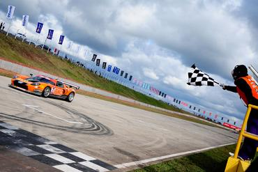 GT Brasil: Nova vitória leva Matheus Stumpf e Valdeno Brito à liderança da Itaipava GT3