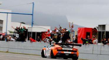 GT Brasil: Xandy Negrão vence a terceira seguida na pista do Rio de Janeiro