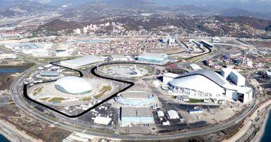 F1: Pista em Sochi é inaugurada com arquibancada em homenagem a Kvyat