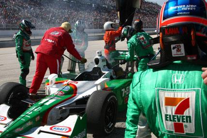 IndyCar: Tony Kanaan abandona após problema mecânico