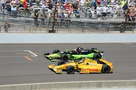 Indy 500: Ed Carpenter e James Hinchcliffe batem na relargada