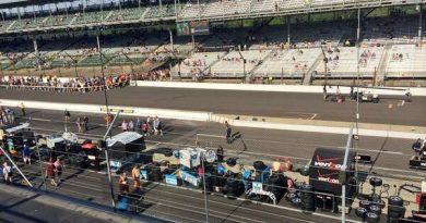 Indy500: Com 30 voltas disputadas, começam as paradas nos boxes
