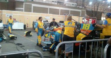 IndyCar: Carro de Bia Figueiredo é o último a sair das garagens