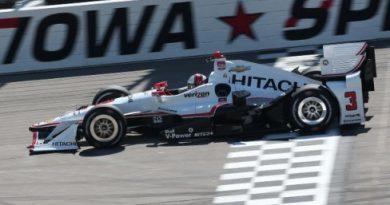 IndyCar: Hélio Castroneves marca a pole em Iowa