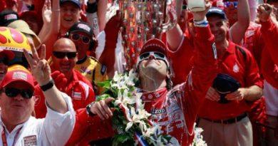 500 Milhas de Indianápolis: Dario Franchitti vence. Tony Kanaan é 3º