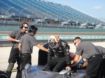 IndyCar: Em cima da hora Mario Moraes assina com a KV