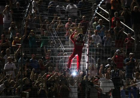 IndyCar: Helio Castroneves vence prova noturna no Texas