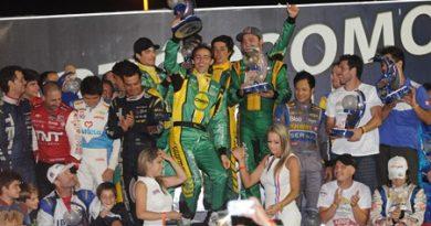 500 Milhas de Kart: Debaixo de pancadas de chuva, Christian Fittipaldi vence e conquista o penta