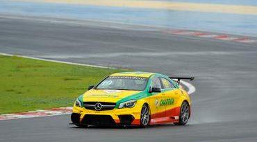Mercedes-Benz Challenge: Ribeiro e Peter Michel vencem corrida imprevisível em Goiânia