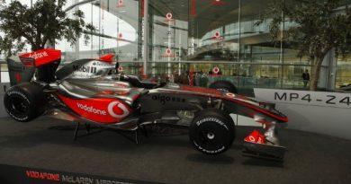 F1: Hamilton se exclui da briga por pontos em Melbourne