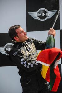 MINI Challenge: Vitor Genz é campeão do MINI Challenge Cup
